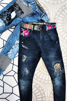 We have brought exotism from our trips all over the world. Our baggy jeans with embellishments around the waist have been inspired by India. Our jeans with houndstooth and lace feature the most British print on earth and the most French fabric of the world.