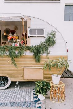Vintage ice cream truck // follow Hesby for more inspiration