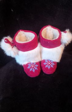 Toddler Mukluks Custom Designed by you! Made from measurements of your little ones feet. Color of Leather and Beadwork to your choice. Can be made in Toddler sizes Native Beading Patterns, Beadwork Designs, Native Beadwork, Native American Beadwork, Hand Embroidery Patterns, Beaded Embroidery, Native American Dress, Native American Fashion, Beaded Moccasins