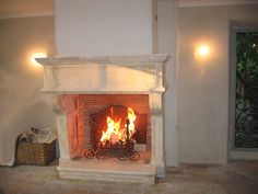 Cheminée de Provence ancienne. Old Provence Fireplace. http://www.atredesign.fr/