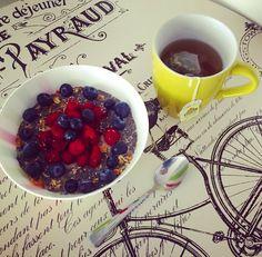 #healthybreakfast: porción de granola mixta con #Frambuesa, #Arándanos y #Chía, con té  verde con jazmín de @tehindu y manzanilla ! Granola, Acai Bowl, Breakfast, Health, Life, Food, Raspberry, Green, Acai Berry Bowl