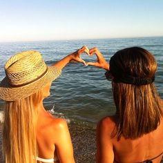 ¿Qué hay mejor que las amigas y el verano? Foto de sandra9cv con sombrero dayaday  Hat, summer, friends, friendship