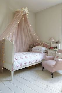 A Tray of Bliss: Boho Bedroom...twinkly lights and bedheads....