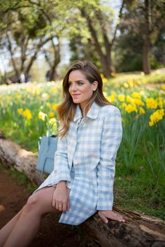 Daffodil Hill - Gal Meets Glam