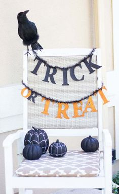 I'm excited to be partnering with Home Decorators Collection today to show you our spooky front porch decorated with items from their Martha Stewart Living line of Halloween decor! Remember our front Easy Halloween Food, Halloween Drinks, Halloween Crafts For Kids, Spooky Halloween, Halloween Treats, Halloween Decorations, Halloween Party, Porch Decorating, Decorating Your Home