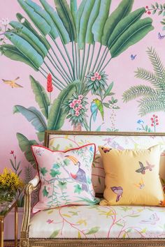 De Gournay Wallpaper and Aquazzura have paired up for a gorgeous collaboration. Interior Tropical, Tropical Home Decor, Tropical Houses, Tropical Birds, Tropical Furniture, Hand Painted Wallpaper, Painting Wallpaper, Wall Wallpaper, Wallpaper Ideas