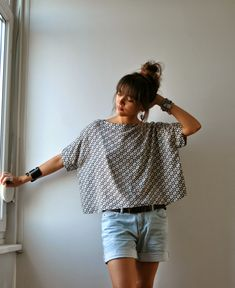 Easy to sew with 4 rectangles: Top Victor, République du Chiffon. Coin Couture, Couture Sewing, Fashion Sewing, Diy Fashion, Latest Fashion, Fashion Trends, Sewing Clothes, Diy Clothes, Look Kimono