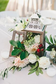 Vintage Lamp Wedding Centerpiece // Photography Onelove Photography