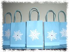12 Disney Frozen favor loot candy bags by BrendasPINATAS on Etsy, $12.00