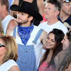 Pin for Later: Mila Kunis and Ashton Kutcher Are a Couple of Country Cuties