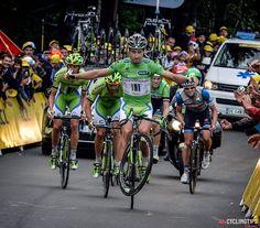 Tour de France stage 10 in photos - Peter Sagan pulling a no-handed wheelie on top of La Planche des Belles Filles.