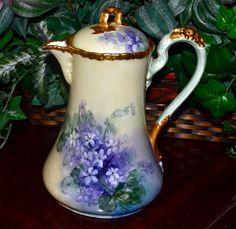 Limoges Violet Filled Chocolate Pot with Gold Floral Decorated Handle Tea Cup Saucer, Tea Cups, Tea Sets Vintage, Vintage Dishes, Tea Pot Set, Teapots And Cups, China Porcelain, Painted Porcelain, Tea Service