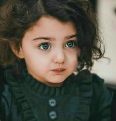 I Love these nice eyes 😻👶❤ Cute Baby Girl Photos, Cute Baby Twins, Cute Little Baby Girl, Cute Girl Pic, Cute Baby Pictures, Adorable Babies, Boy Pictures, Rare Pictures, Sweet Girls