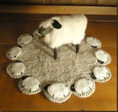 Primitive Colonial Sheep Penny Rug EPattern by kmprimitives Sheep Crafts, Felt Crafts, Fabric Crafts, Sewing Crafts, Sewing Projects, Felt Projects, Primitive Sheep, Primitive Crafts, Primitive Stitchery