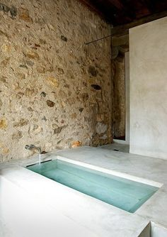 simple design: concrete bath Pinned to Architecture - Interior Design by Darin Bradbury Bad Inspiration, Bathroom Inspiration, Interior Architecture, Interior And Exterior, Interior Design, Simple Interior, Building Architecture, Amazing Architecture, Modern Interior