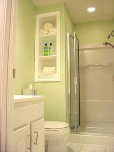 Puerta plegable en una ducha reducida. Baños pequeños