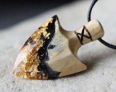 Pendant crystal arrowhead Wooden pendant for women and men. Bone Jewelry, Resin Jewelry, Jewelry Art, Green Pendants, Wood Necklace, Wood Resin, Wooden Gifts, Resin Pendant, Wooden Jewelry