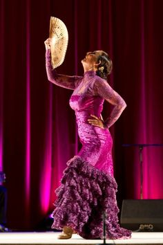 La Lupi - another significant dancer I'm watching right now - Arte flamenco significado, muy bonita, hermosa y fuerzamente