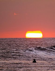 even the sun sets in paradise. Art Of Living, All About Eyes, The Great Outdoors, Seaside, South Africa, Eye Candy, Sunrise, Beautiful Places, Surfing