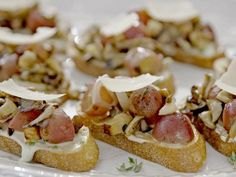 "Mushroom and Grape Crostini (Tuscan Barbecue Party) - Giada De Laurentiis, ""Giada Entertains"" on the Food Network. Giada De Laurentiis, Paninis, Giada Recipes, Cooking Recipes, Kitchen Recipes, Appetizers For Party, Appetizer Recipes, Picnic Recipes, Picnic Ideas"
