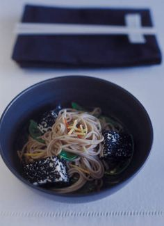 Soba noodles with snow peas, ginger and tofu