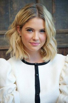 66 Ideas For Hairstyles Short Blonde Ashley Benson Short Blonde, Short Curly Hair, Short Curls, Thin Hair, Curly Girl, Medium Hair Styles, Curly Hair Styles, Yellow Hair Color, Hair Colors