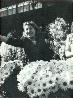 """Paname Paris on Twitter: """"Marchande de fleurs aux Halles    Paris v1960… """""""