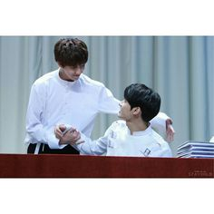 170610 At Yongsan Fansign © Stay_Gold0610 on Twitter #SEVENTEEN #세븐틴 #The8 #디에잇 #명호 #서명호 #Jun #준 #문준휘 #Junhao #chinaline
