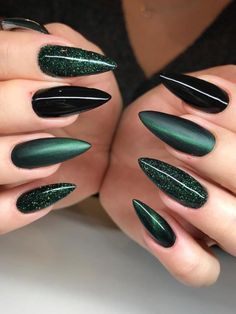 Gorgeous dark green and black nails stiletto shaped set with glitter! Witchy Nails, Goth Nails, Edgy Nails, Stylish Nails, Grunge Nails, Black Stiletto Nails, Black Acrylic Nails, Best Acrylic Nails, Black Nails With Glitter
