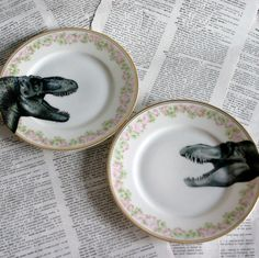 Dinosaur Rosedale Altered Vintage Plate Set. // geekdetails