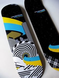 I really like this design. It is made up of both complex designs and simple designs. I like the simple blue and yellow streak running across it, but I also like the complexity of the black and white part of the design. They work well together. Skateboard Deck Art, Skateboard Parts, Skateboard Design, Skateboard Girl, Snowboard Girl, Skate Art, Cool Skateboards, Skate Decks, Girls Football Boots