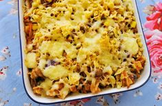 Tuna pasta bake is a classic family recipe. Make this easy tuna, sweetcorn and pasta bake in just 30 mins for a quick midweek meal packed full of veggies Baked Dinner Recipes, Baked Pasta Recipes, Tuna Recipes, Baking Recipes, Budget Recipes, Family Recipes, Healthy Recipes, Recipe Pasta, Baby Recipes