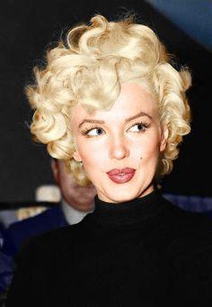 Fotos Marilyn Monroe, Marylin Monroe, Marilyn Monroe Makeup, Short Curly Hair, Curly Hair Styles, Wavy Hair, Curls Hair, Hair Locks, Hair Buns