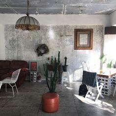 계획에 없던 부산행. 시간, 돈, 체력, 마음의 여유 등등 앞뒤 생각은 과감히 접어두고 순간의 결단력을 따... Cafe Design, House Design, Cafe Interior, Interior Design, Vintage Cafe, Space Interiors, Restaurant Design, House Rooms, Interior Inspiration