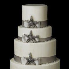Bolo do casamento praia com estrelas do mar em branco e cinza