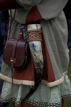 So many things in this picture. Drinking horn, pouch, contrasting gores, trim and a fingerlooped braid (can you find it?)