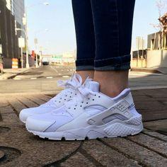 fa3a2400a910 Nike Huarache Triple White - goldiloxx
