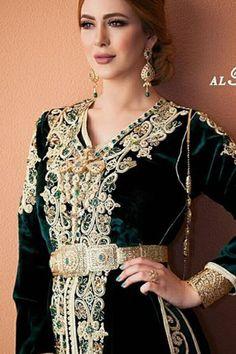 blue velvet lebsa Morrocan Wedding Dress, Morrocan Dress, Moroccan Caftan, Arab Fashion, High Fashion, Womens Fashion, Arabic Dress, Top Wedding Dresses, Caftan Dress