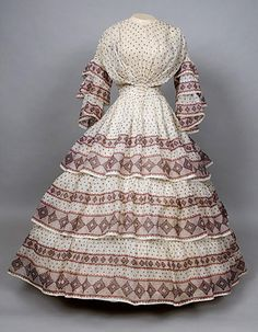 Augusta Auctions, November, 2007 -Tasha Tudor Historic Costume Collection, Lot Geometric Printed Voile Dress, C. Clothing And Textile, Antique Clothing, Historical Clothing, Women's Clothing, 1850s Fashion, Victorian Fashion, Vintage Fashion, Plaid Fashion, Vintage Beauty