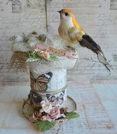 Scrapsels van Scrapsylz en andere zaken Wooden Spool Crafts, Wood Spool, Wooden Diy, Yarn Crafts, Paper Crafts, Rice Paper Decoupage, Bazaar Ideas, Shabby Chic Crafts, Vintage Sewing Machines