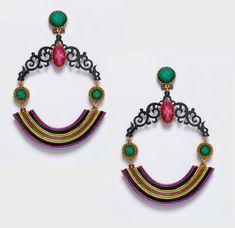 Pendiente de flamenca combinado en tonos jade y fucsia sobre base negra. los tonos lima y verdes le otorgan un efecto muy original con aire asiático.
