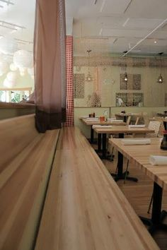 Sesame Asian Kitchen: Long Bench Seating for Groups