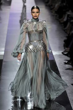 Fashion dresses 396246467214699481 - Jean Paul Gaultier at Couture Fall 2009 – Runway Photos Source by el_olsibaz Runway Fashion, Fashion Models, High Fashion, Fashion Show, Fashion Design, Fashion Art, Metal Fashion, Couture Dresses, Fashion Dresses