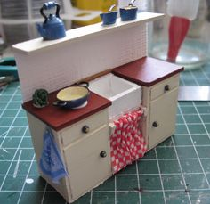 Sink tutorial - promising for my first try at kitchen furniture - great idea to attach backsplash and shelf to furniture | Source: Melissa's Miniaturen