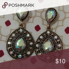 Absolutely stunning earrings. Beautiful set. Perfect for ay occasion Jewelry Earrings