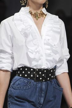 Moschino at Milan Fashion Week Spring 2011 - Details Runway Photos order now Zara Fashion, Fashion Line, Trendy Fashion, Fashion Details, Milan Fashion, Fashion Outfits, Fashion Design, Hijab Fashionista, Shirt Refashion
