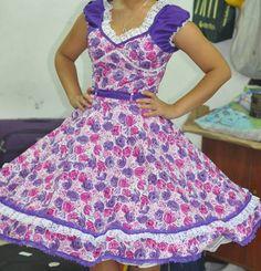 Vestido de China, huasa chilena! Clogs Outfit, Beautiful Dresses, Apron, Two Piece Skirt Set, Fashion Outfits, Summer Dresses, Elegant, Skirts, How To Wear