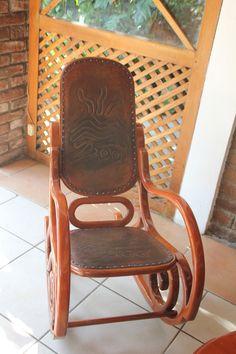Een mooi versierde schommelstoel. Deze zag je heel veel in Centraal Amerika