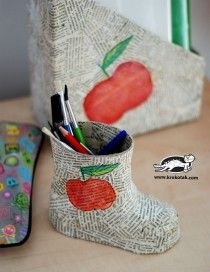 Little boot paper mache pencil holder and lots of other crafts for kids.