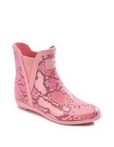 The twin gore design gives these rainboots by London Fog® a comfortable fit. It's the perfect way to protect your foot from the elements, and step out in style. Duck Boots, Cowgirl Boots, Riding Boots, Boots London, Doc Martens Boots, Pink Snake, Yellow Boots, Boots Online, Snake Print